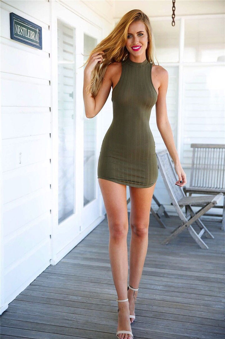 hot-chick-with-tiny-skirt